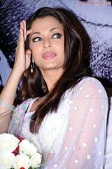 Aishwarya-Rai-hot-in-white-saree-3