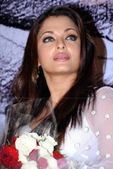 Aishwarya-Rai-hot-in-white-saree-8