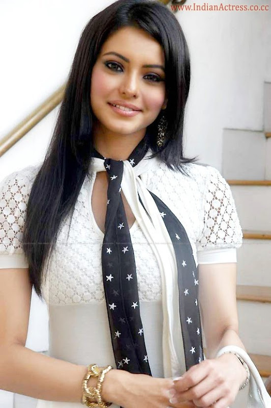 actress-aamnashariff-hot-1