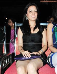 Nisha-Agarwal-sexy-leg-show-indianactress-wallpapers.blogspot.com  (12)