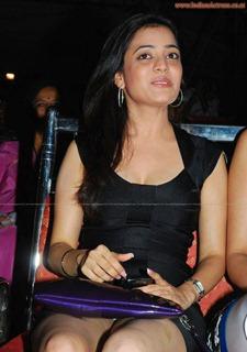Nisha-Agarwal-sexy-leg-show-indianactress-wallpapers.blogspot.com  (5)