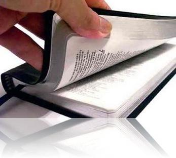 MANO-LEYENDO-BIBLIA