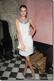 Rosie Huntington-Whiteley Candids 20th Birthday Party (2)