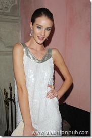 Rosie Huntington-Whiteley Candids 20th Birthday Party (3)