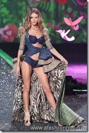 Rosie Huntington-Whiteley Fashion Show 2009 (7)