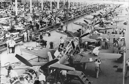 Цех по сборке самолетов Bell P-39 «Аэрокобра» в США