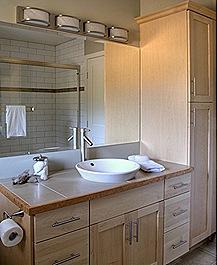 moorage_bathroom cropped