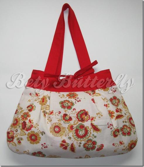 bolsa vermelha e creme