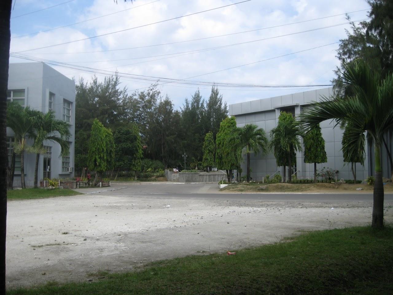 [Danao-City-Hall-and-Plaza-3.JPG]