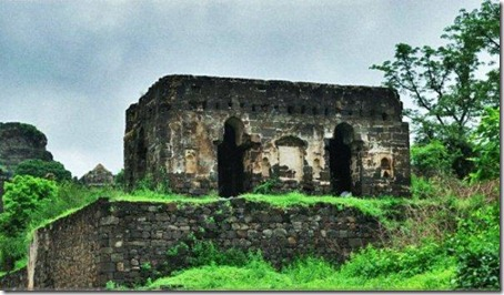 1.Daulatabad Fort - Historical Place in India