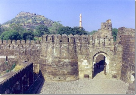 4.Daulatabad Fort - Historical Place in India (4)