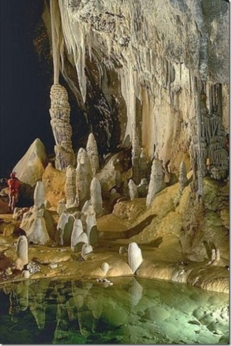 7.Lechuguilla Cave in Carlsbad Caverns National Park