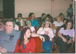 Audiodescrição é uma mágica: pessoas com deficiência visual assistem a apresentação de Rigoletto