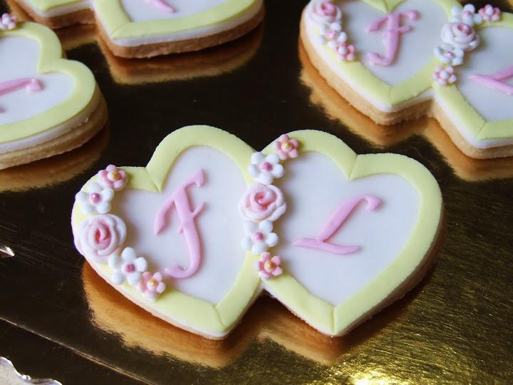 Wedding cookies  stavolta rosa e giallo Altra serie di biscottini