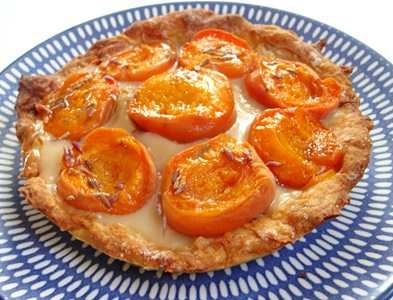 tarte abricots gain in the kitchen