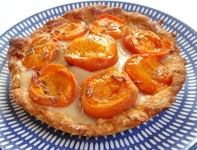 tarte abricots gain in the kitchen