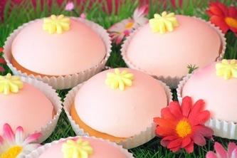 Table à desserts : du rose et des fleurs 6