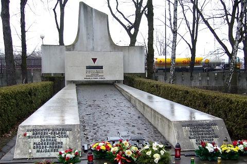 Pomnik pomordowanym w hitlerowskich obozach koncentracyjnych. Warszawa, Powązki.