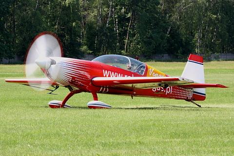 Extra EA-300L.