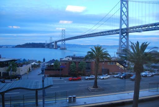 Google em San Francisco e a Ferrari