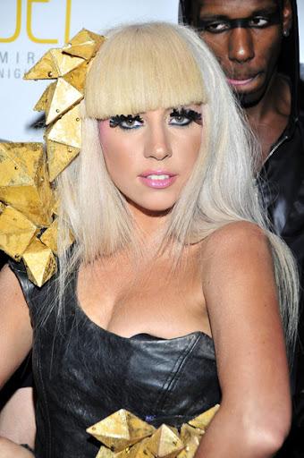 http://lh6.ggpht.com/_fw7iF68JR8k/TBi4e3lmGqI/AAAAAAABSn8/09sEtMGjfJI/s512/Lady-Gaga-jet-1.jpg