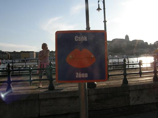 Budapest,  blog, kiállítás, Dunakorzó,  V. kerület,  belváros, Budapest,  blog, kiállítás, Dunakorzó,  V. kerület,  belváros, csók zóna, hatalmi játszmák, power games