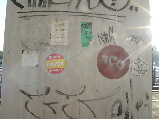 Espana loves Hungary, Budapest,  street art,  Duna-korzó, etil, matrica,  tag,  teg,  writer,  vandalizmus,  firka