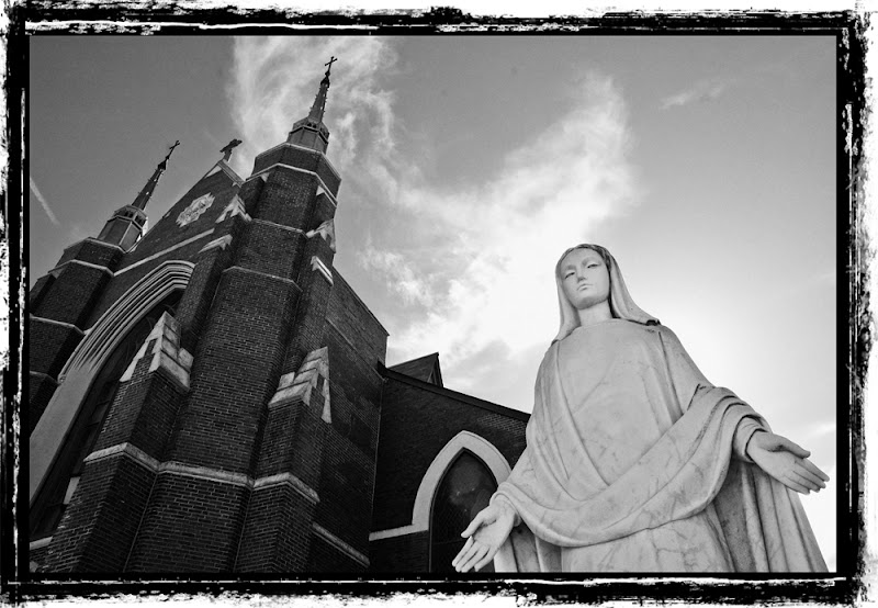 Open Arms to God in Jamaica Plain, MA, f16 ISO 200 1/400