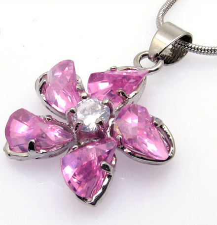 diamond-crystal-pendant-necklaces-10003286.jpg