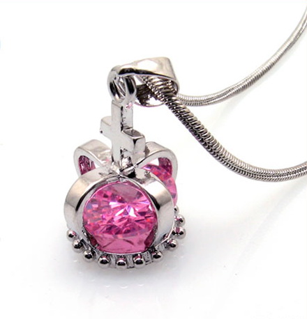 fashion-necklace-%20crystal-crown-pendant-10003290.jpg