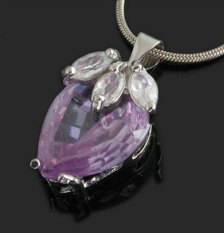 natural-%20heart-shaped-crystal-pendant-necklaces-10003251.jpg