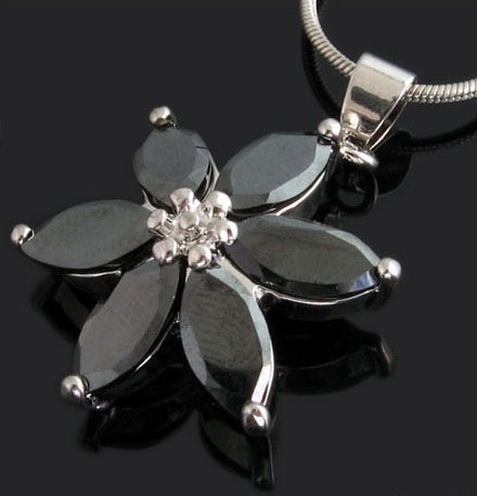 magic-diamond-necklaces-10003252.jpg