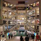 riesiges Einkaufszentrum von innen