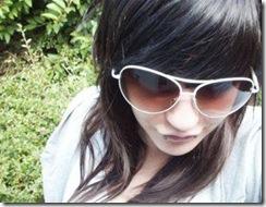Fakes com grandes óculos escuros