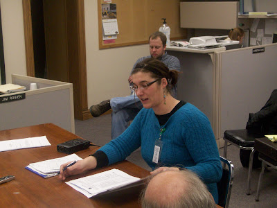 Abbie Anderson with the U.S. Census Bureau addresses Washington County Supervisors (KCII News)