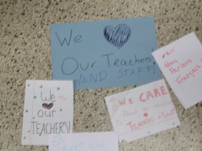 Impromptu signs made by students at WHS (KCII NEWS)