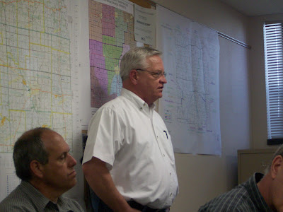 Tim Wichman (Standing) tells supervisors about the proposed wind farm. (KCII NEWS)
