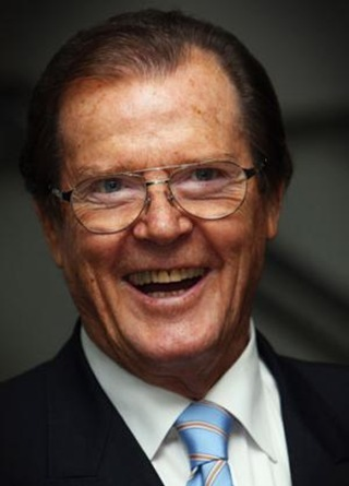 Page-6-Roger-Moore_61638t