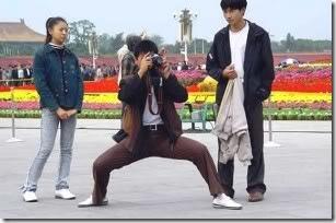 loe tuh mo motret apa mo kungfu sih?