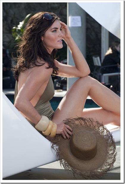 Estee-Lauder-Introduces-Bronze-Goddess-Soleil-Spring-2011-Collection-3
