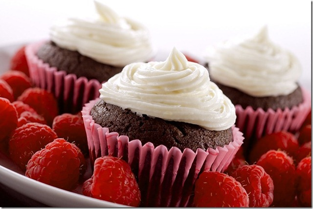 [chocolate-raspberry-cupcakes_thumb[3][4].jpg]