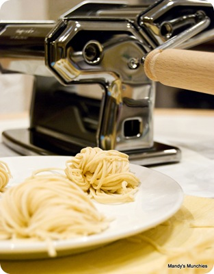 Spaghetti and pasta machine-1