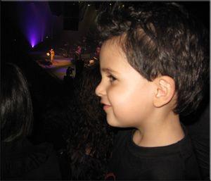 مانی در کنسرت گوگوش.. لندن .. نوروز 89