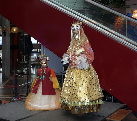 Sortie au Carnaval Vénitien d'Annecy 28/02 - Les Photos - Page 4 Z_escalator_1