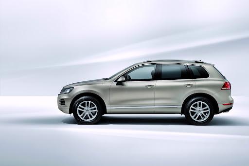 2011-Volkswagen-Touareg-8.jpg