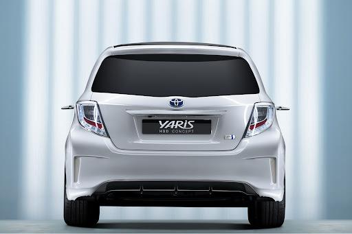 2012-Toyota-Yaris -HSD-14.jpg