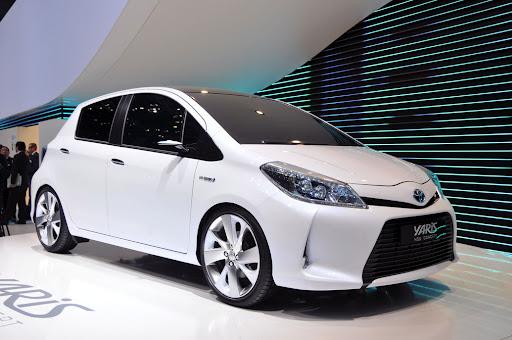 2012-Toyota-Yaris -HSD-03.jpg