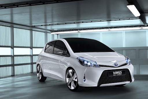 2012-Toyota-Yaris -HSD-08.jpg