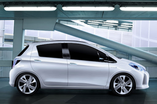 2012-Toyota-Yaris -HSD-11.jpg