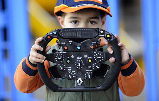 Formula1-Sterring-Wheel-01.jpg